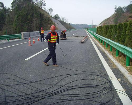 光(电)缆敷设